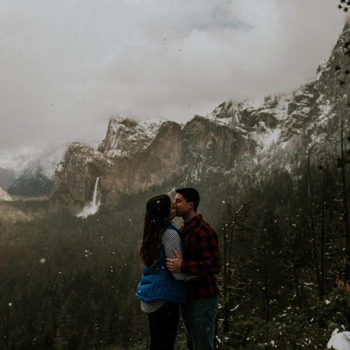 Kim + Matt   Scenic Yosemite Adventure in the Falling Snow