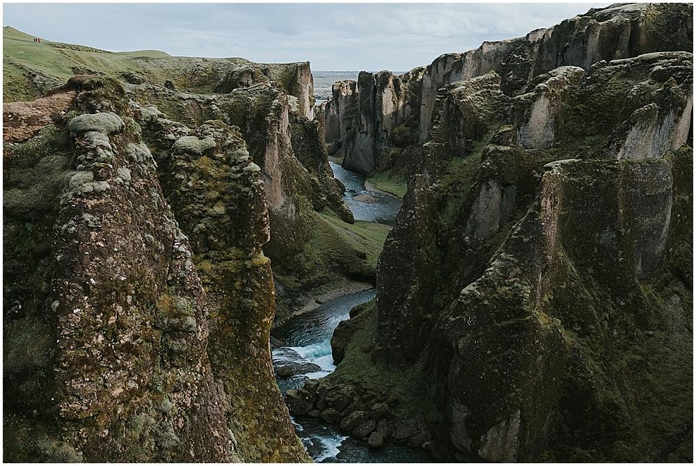fjaðrárgljúfur canyon wedding
