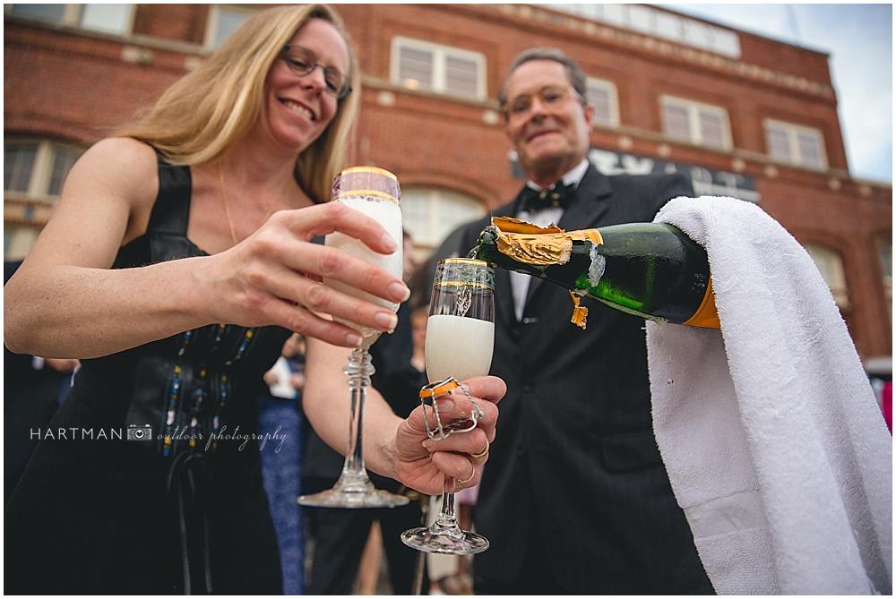 Champagne Toast Wedding 00753