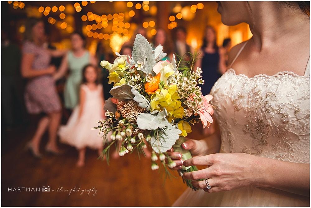 Bridal Bouquet Toss  00759